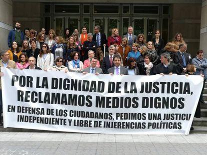 Concentración de jueces ante el Tribunal Superior de Justicia del País Vasco, el pasado 17 de mayo.