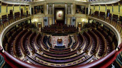 Vista del hemiciclo del Congreso de los Diputados, completamente vacío.