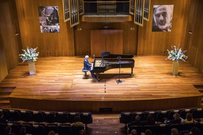 Barenboim, at the piano, at the Reina Sofía School of Music, Madrid.