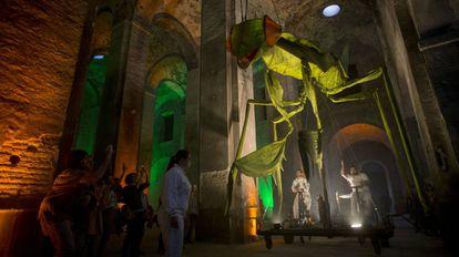 Un momento del espectáculo 'Insectes', en la Real Fábrica de Artillería de Sevilla.