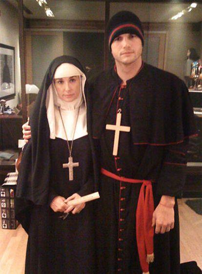 Twitter de la actriz Demi Moore disfrazada de monja.