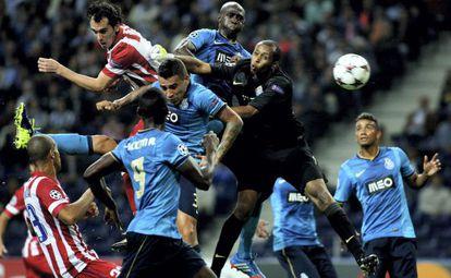 Godín marca el gol del empate del Atlético.