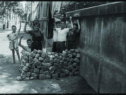 'Barricada de juguete, calle Diputación, agosto 1936, una de las obras de Antoni Campañà que se podrá ver en el MNAC.