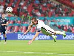 18 June 2021, United Kingdom, London: England's Harry Kane heads towards goal during  the UEFA EURO 2020 Group D soccer match between England and Scotland at Wembley Stadium. Photo: Nick Potts/PA Wire/dpa 18/06/2021 ONLY FOR USE IN SPAIN