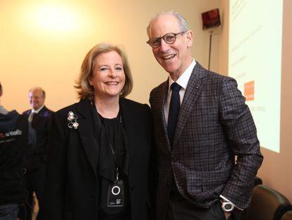 Patricia Phelps de Cisneros y Glenn D. Lowry en Arco.