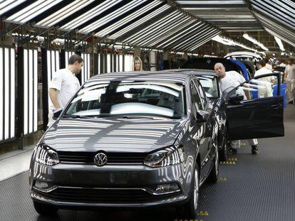 Automóviles en la planta de Volkswagen en Landaben (Pamplona).
