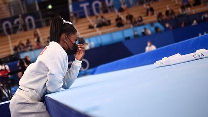 La gimnasta Simone Biles, durante la final del equipo femenino de gimnasia artística en los Juegos Olímpicos.