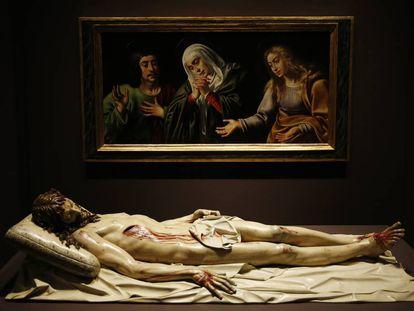 Conjunto de la antigua sala capitular del Real Monasterio de la Encarnación de Madrid, con un Cristo yacente de Gregorio Fernández.