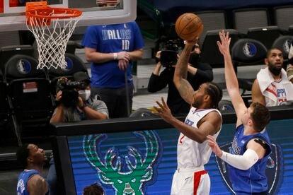 Leonard supera a Doncic en el Dallas-Clippers.