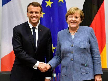 El presidente francés, Emmanuel Macron, y la cancillera alemana, Angela Merkel, durante la cumbre de la ONU sobre el cambio climático (COP23) en Bonn (Alemaña), el pasado 15 de noviembre.
