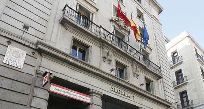Edificio en el número 1 de la calle Alcalá puesto a la venta por la Comunidad de Madrid.
