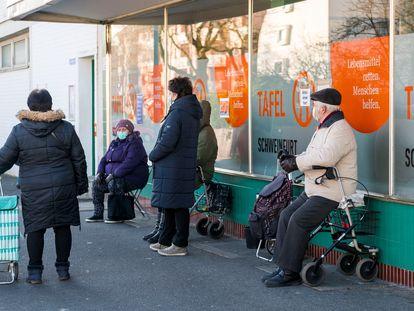 Cola ante un banco de alimentos, el pasado noviembre en la ciudad alemana de Schweinfurt.