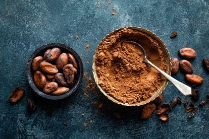 Para hacerlo más palatable se suele añadir azúcar y, en menor cantidad, otros aromas, como vainilla o canela.