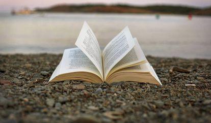 Leer ficción ayuda a mejorar las relaciones sociales.