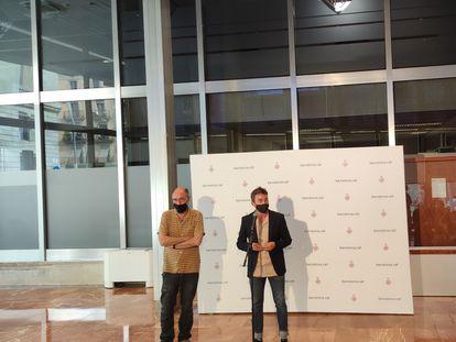 El presidente del OCH, Eugeni Rodríguez, y el concejal de Derechos de Ciudadanía y Participación de Barcelona, Marc Serra, en rueda de prensa. EUROPA PRESS 31/05/2021