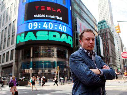 Elon Musk, durante una entrevista en 2010, cuando Tesla empezó a cotizar en el índice Nasdaq.