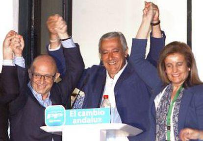 Arenas, con Montoro y Báñez celebrando los resultados.