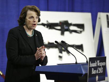 La senadora Dianne Feinstein, durante su rueda de prensa en Washington.
