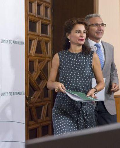 María Jesús Montero y el portavoz del Gobierno, Miguel Ángel Vázquez.