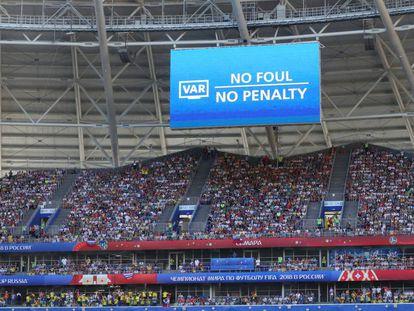 Una pantalla indica una decisión arbitral mediante el VAR, el pasado 28 de junio.