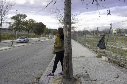 Una prostituta en el polígono industrial de Villaverde Alto, en Madrid.