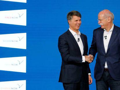 Harald Krüger, presidente de BMW y Dieter Zetsche, presidente de Daimler, en Berlín, hoy.