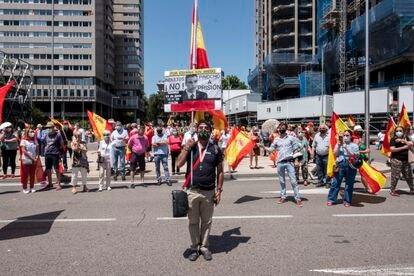 Manifestación en la plaza de Colón de Madrid en contra de los indultos, este domingo.