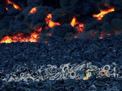 Incendio en el vertedero ilegal de neumáticos de Seseña (Toledo).