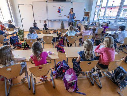 Primer día de colegio de los alumnos de tercero de primaria en Lankow, en el norte de Alemania.
