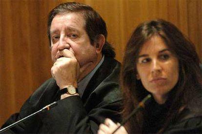Javier de la Rosa, junto a su hija y abogada, Gabriela de la Rosa, en la Audiencia Nacional.