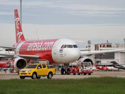 Un avión de la compañía AirAsia en Tailandia.
