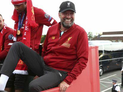 Jürgen Klopp en el autobús descapotable durante la fiesta de la Champions en Liverpool.