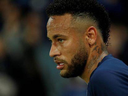 Neymar durante un partido de la Ligue 1 entre Paris St Germain y el Stade de Reims
