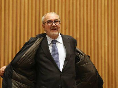Pedro Solbes llega a la comisión de crisis financiera en el Congreso en Madrid.