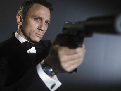Daniel Craig, caracterizado de James Bond.