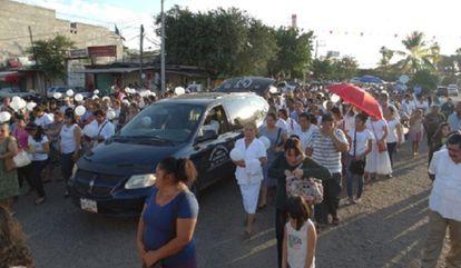 Funeral por el sacerdote asesinado en Ciudad Altamirano en 2014.