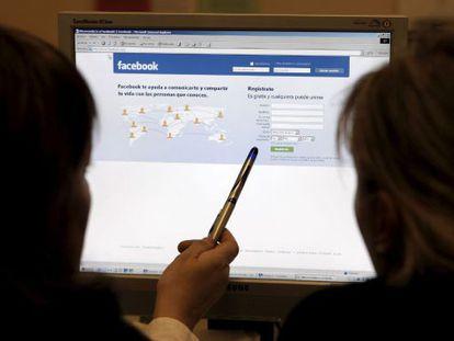 Facebook muestra poco contenido contrario a la ideología de sus usuarios.