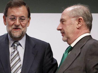 El expresidente del Gobierno, Mariano Rajoy, junto al expresidente de Caja Madrid, Rodrigo Rato.