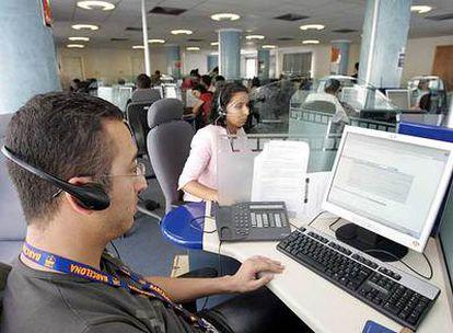 Muchos centros para mercadotecnia telefónica están fuera de España, como éste de Marruecos.