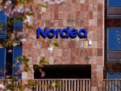 Logo de Nordea, en la sede central del banco en Estocolomo, Suecia.