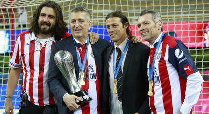 Amaury y Jorge Vergara junto a Matías Almeyda, antiguo entrenador de Chivas, y José Luis Higuera, CEO de Omnilife.