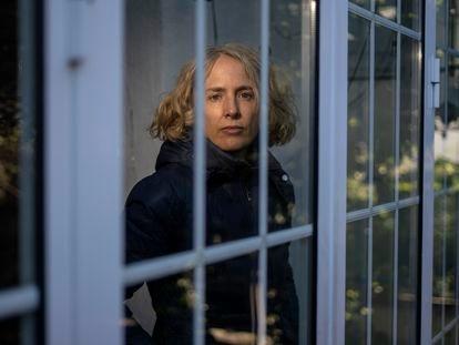 Anna Kemp, paciente de covid persistente, en su casa de Madrid a principios de enero.