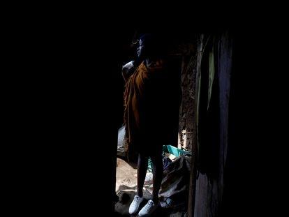 Una mujer embarazada en el barrio de Kibera, de Nairobi, Kenia.