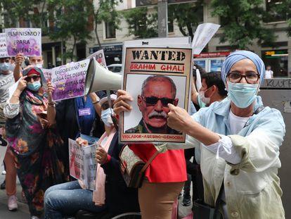 Concentración en contra del líder del Frente Polisario, Brahim Gali, frente a la sede de la Audiencia Nacional en Madrid, este martes.