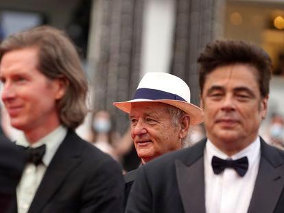 El director Wes Anderson, a la izquierda, y los actores Bill Murray y Benicio Del Toro, durante la presentación del la película 'The French Dispatch'  en el Festival de Cannes.