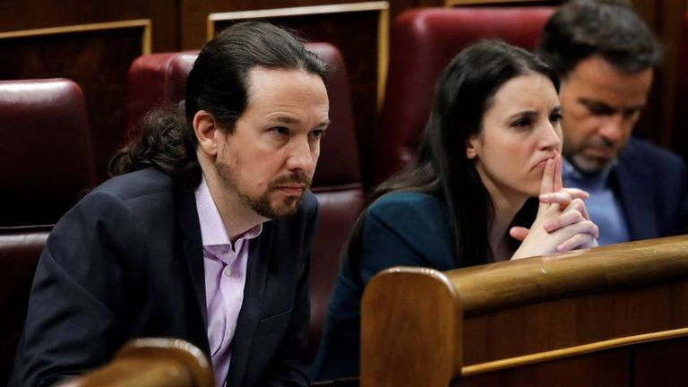 El vicepresidente y líder de Podemos, Pablo Iglesias, junto a la ministra Irene Montero.