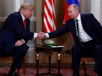 El presidente de Estados Unidos, Donald Trump, y su homólogo ruso, Vladímir Putin, este lunes en Helsinki.