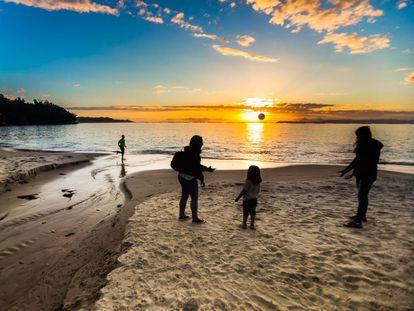 Puesta de sol en una playa gallega.