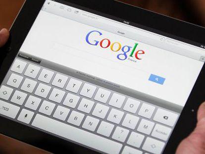 Una tableta con Google en la página de inicio.