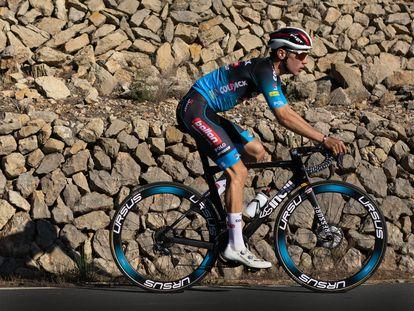 Juan Ayuso, con el maillot del Colpack.